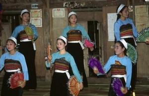 danse village de POM COONG Maichau