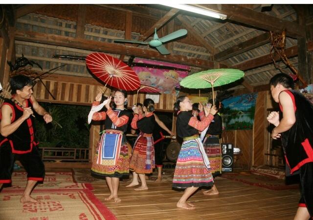 Danse Mai Chau -15 jours circuit privatif