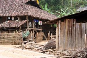 maison des  ethnies route de méo vac