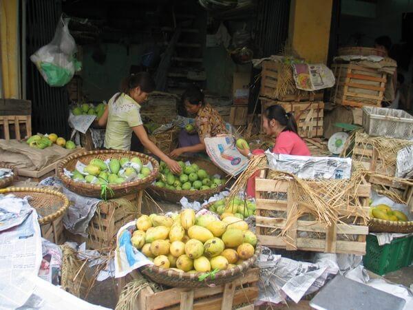Long Bien market, le marché de nuit d'Hanoi.