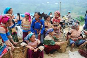 marche de Cancau vietnam avec enfant