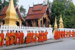 Quêtes des moines de Luang Prabang