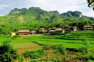 village authentique avec enfant Vietnam