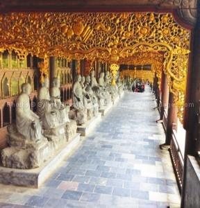 statues d'arhats pagode Bai Dinh
