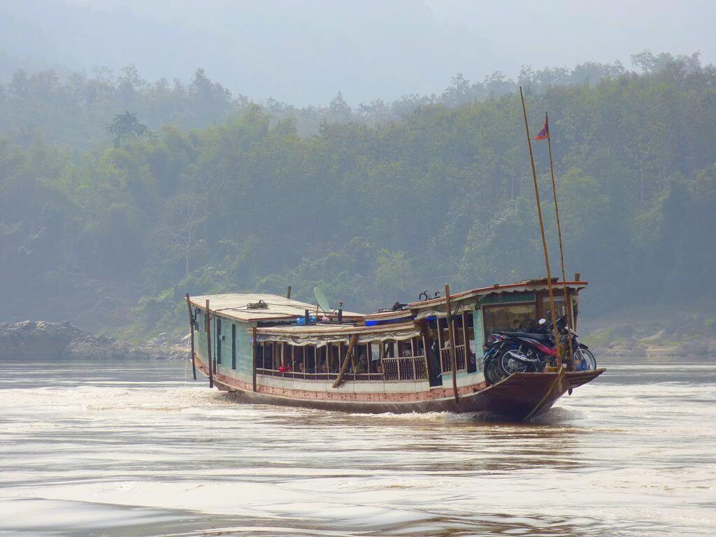 Bateau-public-mékong-Laos